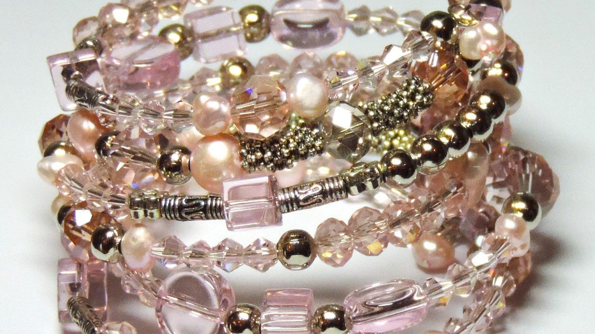 Le grand charisme qu'offre les bracelets en or chez les femmes